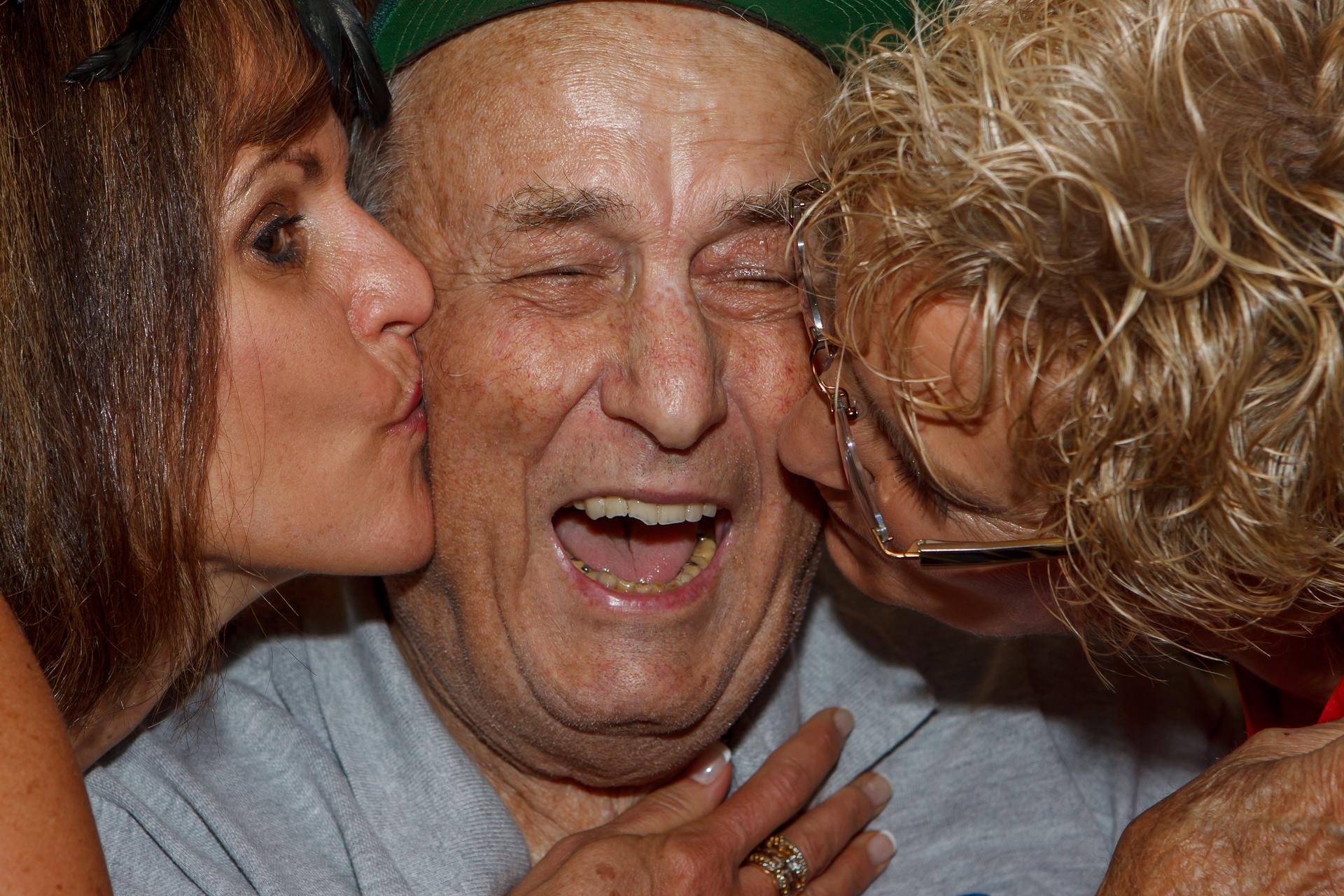 WWII, vet,kiss,